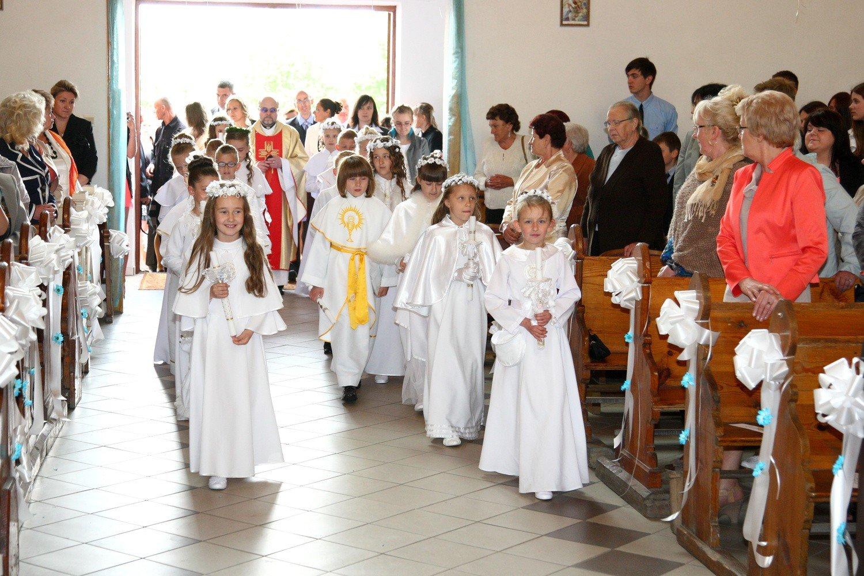 32c6cf93ba Szczecin  Pierwsza komunia święta to kosztowna uroczystość br Sakrament pierwszej  komunii jest wydatkiem