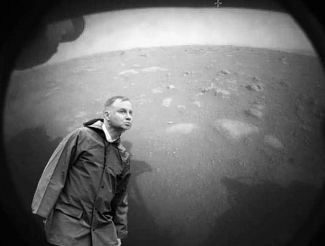 Łazik na Marsie to również sukces polskiego rządu - twierdzą internauci. Zobacz najlepsze memy na kolejnych slajdach galerii