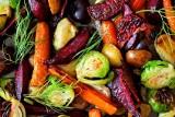 Trendy kulinarne w 2021 roku. Kuchnia domowa, zdecydowanie mniej mięsa, więcej warzyw i owoców. Korzystamy z przepisów blogerów