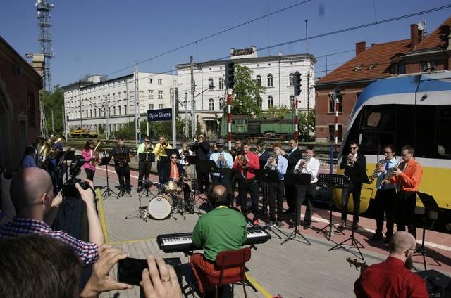 W 2016 roku wypełniony muzykami pociąg skierował się na południe województwa. Po drodze muzycy dali trzy koncerty: w Opolu, Nysie i Głuchołazach.