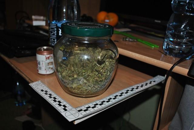 U 27-letniego mieszkańca powiatu wąbrzeskiego policjanci znaleźli 656 g suszu marihuany i 51 roślin.