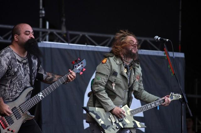 Soulfly na scenie w Jarocinie.
