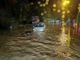 Zalało powiat krakowski. Walka z żywiołem zaczęła się nocą. Rzeki wystąpiły z brzegów, zalane drogi, domy, uprawy