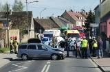 Nietypowe zdarzenie w Policach. Opel stoczył się z lawety i uderzył w toyotę