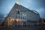 Neonowy herb Gdyni na dachu urzędu miasta doczeka się nowej wersji. Ma być bardziej odporna na warunki pogodowe
