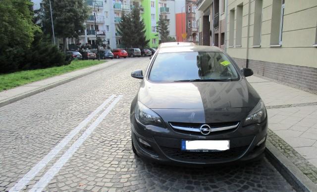 Parkowanie w Świnoujściu. Dostał mandat za otwieranie auta?
