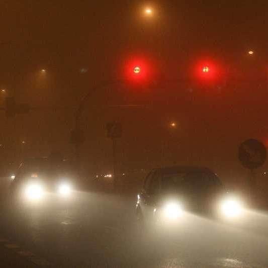Gęsta mgła utrudnia życie kierowcom nie tylko w centrum Opola.