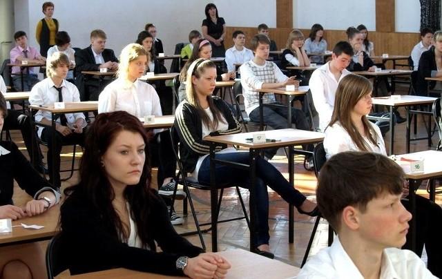 Próbny egzamin gimnazjalny 2012/2013. Niemiecki. Odpowiedzi [podstawowy i rozszerzony] na naszej stronie internetowej.