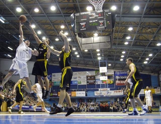 W czterech kolejkach TVP aż trzy razy zdecydowała się transmitować mecze z udziałem koszykarzy Energi Czarnych.