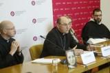 """Koronawirus w Polsce. Episkopat podjął decyzję ws. niedzielnych mszy świętych. """"Rekomendujemy biskupom diecezjalnym udzielenie dyspensy"""""""