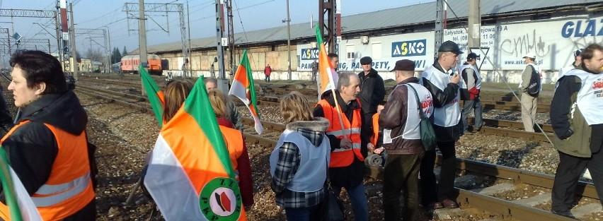 Kolejarze blokują tory w stronę Warszawy