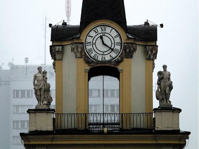 Zegar na bramie pałacowej