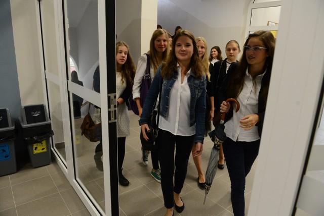 VIII LO w Poznaniu: Początek roku szkolnego w nowym budynku