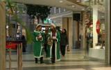 Już w tę sobotę, 30 listopada, w centrach handlowych pojawią się Zielone Mikołaje, które działają na rzecz najbardziej potrzebujących