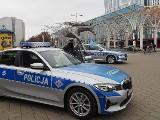 """Łódź. Policjanci pod """"Centralem"""" symbolicznie pożegnali Michała Kędzierskiego zabitego na służbie w Raciborzu"""