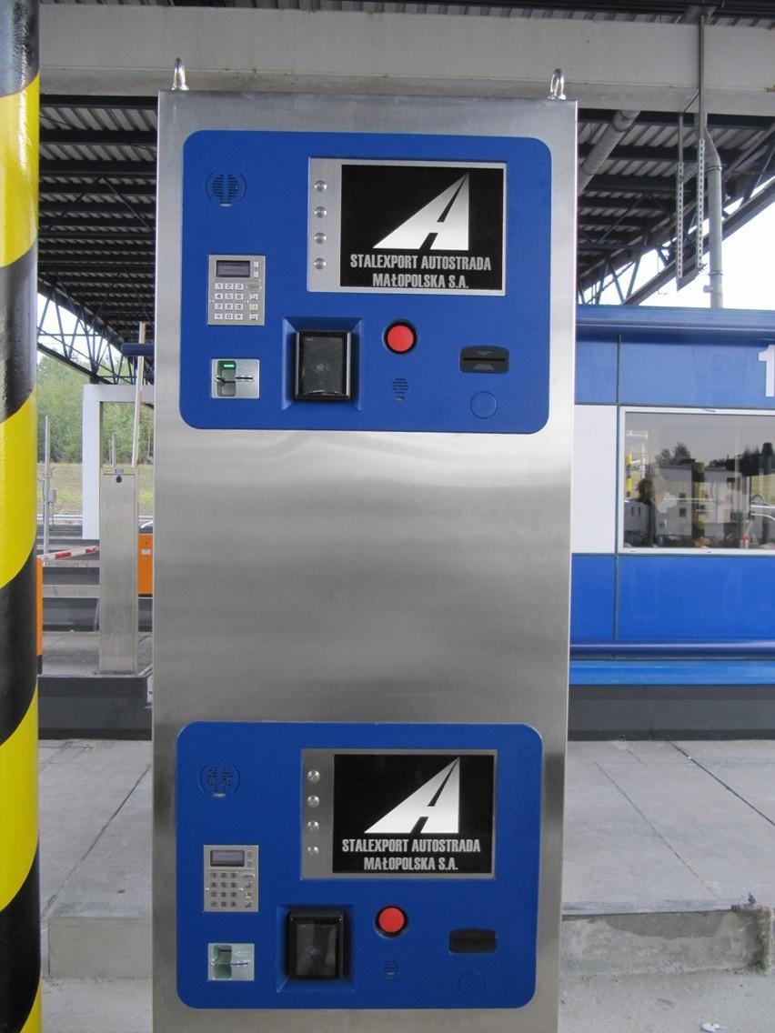 Automaty przy samoobsługowych bramkach