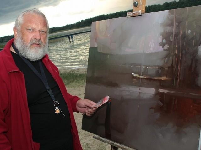 Ireneusz Pruszyński namalował m.in. jezioro Głębokie, nad którym odbywają się warsztaty.