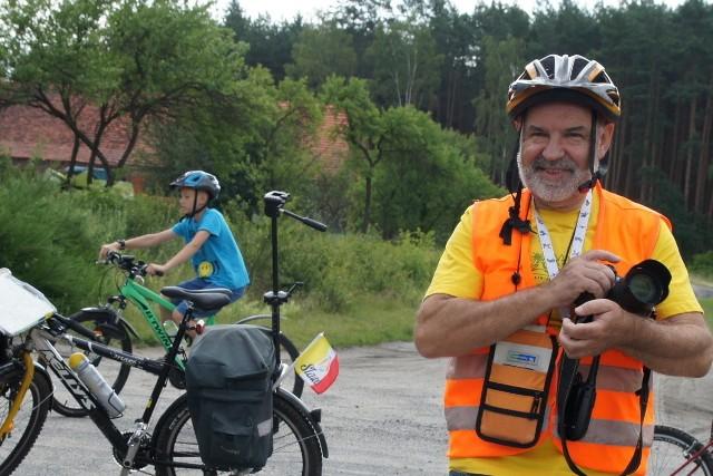 Jan Wojtasik z Nowej Soli opowiada podczas rajdów rowerowych o ciekawostkach przyrodniczych