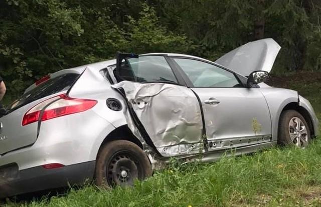 W środę, przed godziną 15. doszło do wypadku samochodu osobowego.