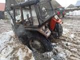 Krasne. Pożar ciągnika rolniczego. Mógł spłonąć cały garaż (zdjęcia)