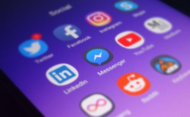 Facebook zapowiada kontrole rozmów. Chodzi o tematy, które mogą zaszkodzić użytkownikom. Facebook chce się o nas zatroszczyć?