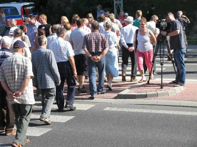 Blokada obwodnicy Sędziszowa MałopolskiegoOkoło 200 osób przyszło dziś na blokadę obwodnicy Sędziszowa Małopolskiego.