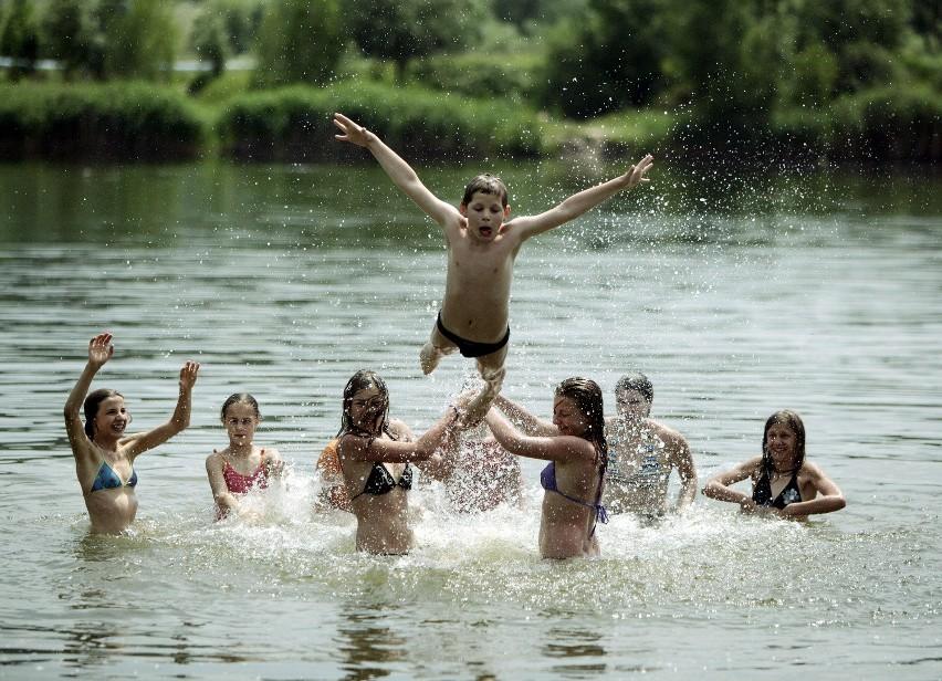 Choć do wakacji zostało jeszcze dwa tygodnie, na kąpieliskach zaczął się już sezon