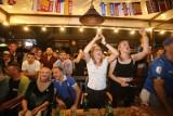 Kibice oglądali mecz Belgia - Włochy na Mariackiej w Katowicach ZDJĘCIA Emocje ¼ finału Euro 2020 na katowickim deptaku w piątkowy wieczór
