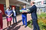 Dzień Dziecka w kieleckim szpitalu. Mali pacjenci obdarowani przez wiceministra Piotra Wawrzyka i Fundację Dr Clown [WIDEO, ZDJĘCIA]