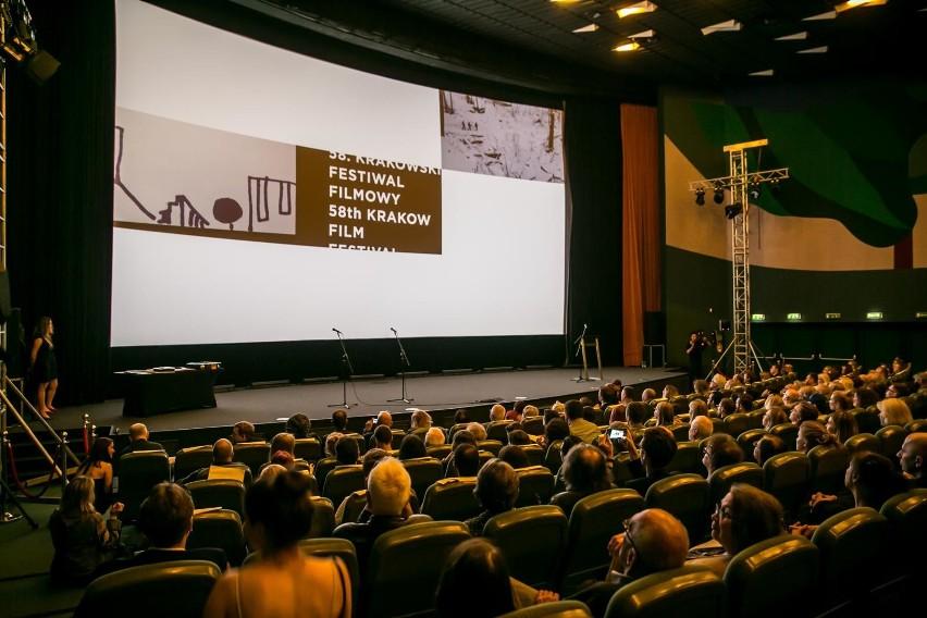 Przy znanych powszechnie ograniczeniach, festiwal online był szansą dotarcia do szerszej widowni, głównie spoza Krakowa. I tak się stało. Krakowski festiwali podwoił liczbę swoich odbiorców i w przyszłości będzie organizowanych w postaci hybrydowej.