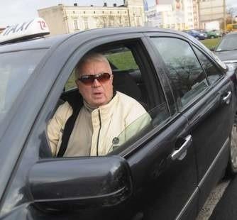 Józef Kałduś, taksówkarz: - Licencji nie powinno być więcej niż 50. Dlatego nie zgadzam się z pomysłem radnych. (fot. Daniel Polak)
