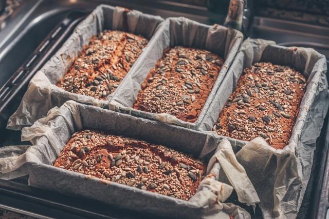 Pełnoziarniste pieczywo i nasiona to bogate źródła błonnika pokarmowego w diecie, jednak nie powinny w niej przeważać. Składnik ten powinien pochodzić z rozmaitych produktów, bo tylko wtedy ma optymalny wpływ na zdrowie.