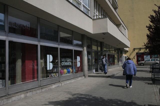 W Łodzi powstała Biblioteka Otwarta. Można tu nie tylko wypożyczyć książki, ale odbyć spotkanie biznesowe, zrelaksować się, uczyć się języków obcych