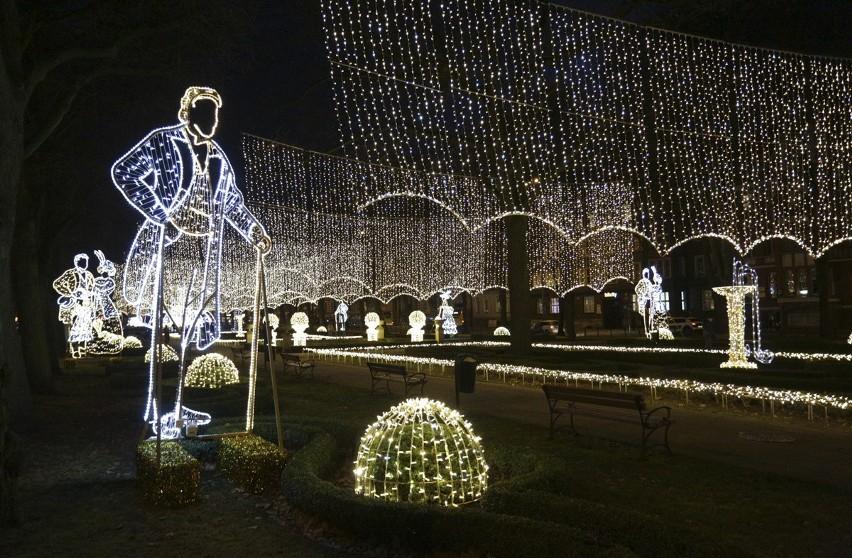 Świąteczne ozdoby pojawiły się już w mieście. Dzisiaj na...