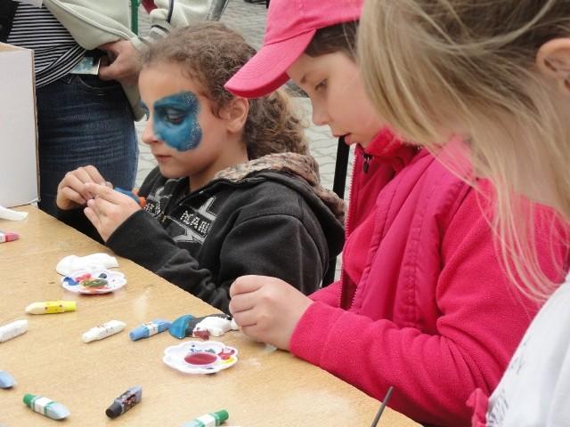 Powiatowy Dzień Dziecka z TucholiNa imprezie były też zajęcia plastyczne.