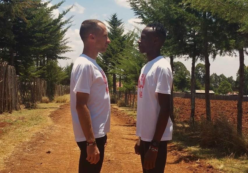 Kenijczyk Dennis Mburu i Damian Kaczmarek podczas jednego z ostatnich afrykańskich treningów przed 12. PKO Poznań Półmaratonem