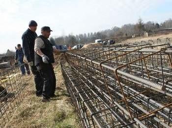 Prace przy budowie Biedronki w Redzikowie zaczęły się kilka dni temu.