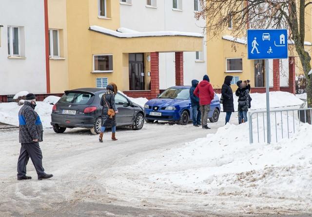 Próba porwania 9-letniego dziecka na Leśnej Dolinie w Białymstoku. Policja przeprowadziła wizję lokalną w pobliżu szkoły i przystanku autobusowego