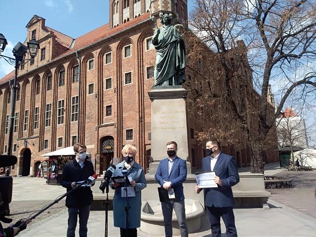 O pracach nad nowym programem Porozumienia politycy tej partii mówili w poniedziałek przed pomnikiem Mikołaja Kopernika