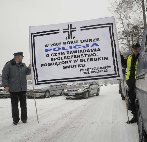 Policjanci uważają, że nie powinno się zmieniać zasad w trakcie trwania ich służby. Swój sprzeciw wyrazili ostatnio na ulicach Krakowa.