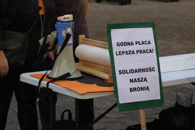 W poniedziałek (14 października) przy okazji Dnia Edukacji Narodowej w wielu miastach Polski nauczyciele zorganizowali protest