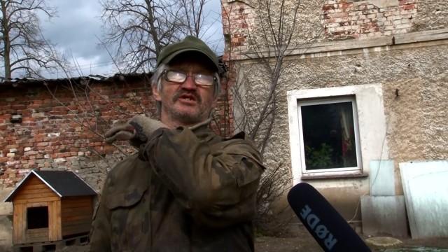 - Czasami tak strzelają, że szyby dzwonią - mów Stanisław Madej