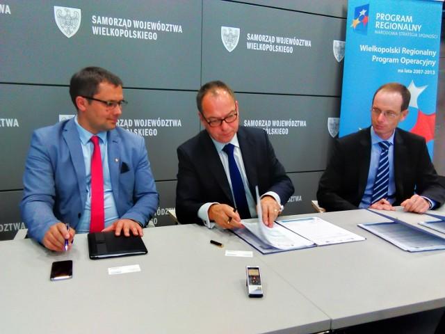 Umowę podpisywali wicemarszałek województwa wielkopolskiego Leszek Wojtasiak oraz  Piotr Piątosa, prezes Comarch Healthcare, pełnomocnik  CA Consulting.