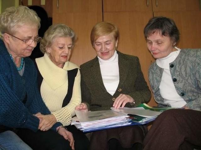 15 kandydatów do rady seniorów przeszło etap formalny, teraz rozpoczęło się głosowanie .