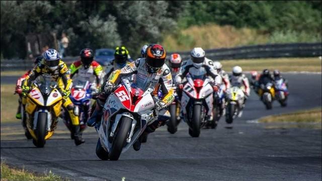 Wyścigi motocyklowe są zawsze niezwykle widowiskowe