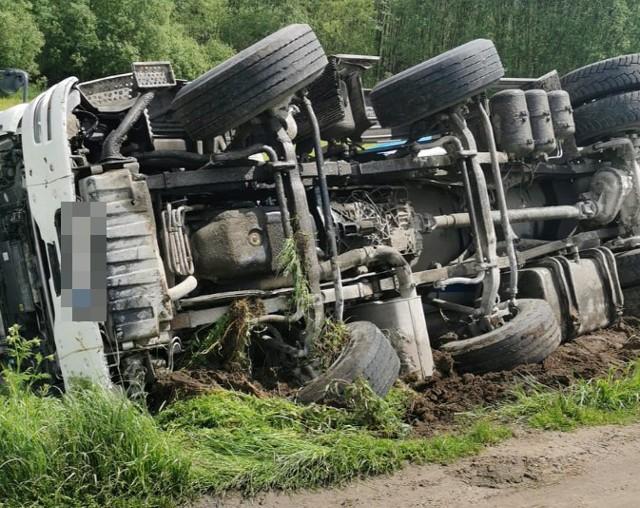 W piątek 28 maja ok. g. 11.30 w Nowej Wsi w gminie Jabłonowo Pomorskie w powiecie brodnickim kierujący manem z betoniarką wjechał do rowu