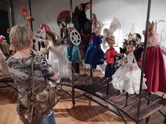 Opolski Teatr Lalki i Aktora prezentuje lalki ze swoich spektakli.