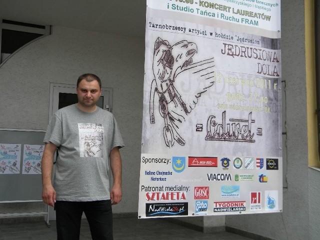 Piotr Duma, wicedyrektor Tarnobrzeskiego Domu Kultury, nagrodę otrzymał za zaangażowanie i pełną zapału pracę, która popularyzuje między innymi piękno ziemi tarnobrzeskiej i piękno polskiej muzyki.