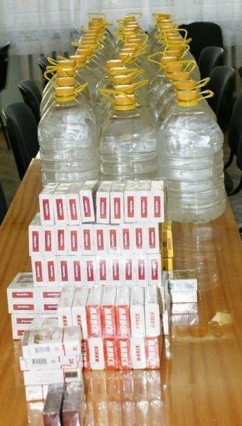 235 litrów czystego spirytusu w 5-cio litrowych baniakach oraz 130 paczek papierosów bez akcyzy zarekwirowali w środę hajnowscy policjanci