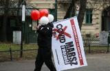 Polska igłą podzielona. Kim są ludzie, którzy wierzą lub nie w pandemię i szczepienia? Psycholog o teoriach spiskowych i antycovidowcach